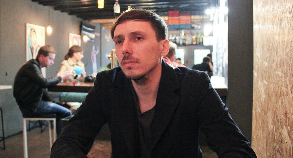 Дизайнер Леша Лимонов - автор популярной маски для сна
