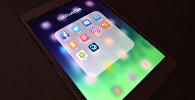 Иконки приложений соцсетей на экране планшета, архивное фото