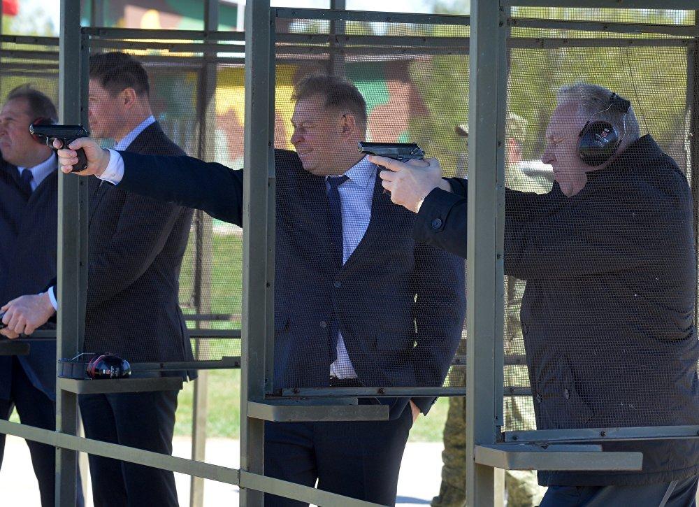 Депутатам разрешили пострелять боевыми патронами