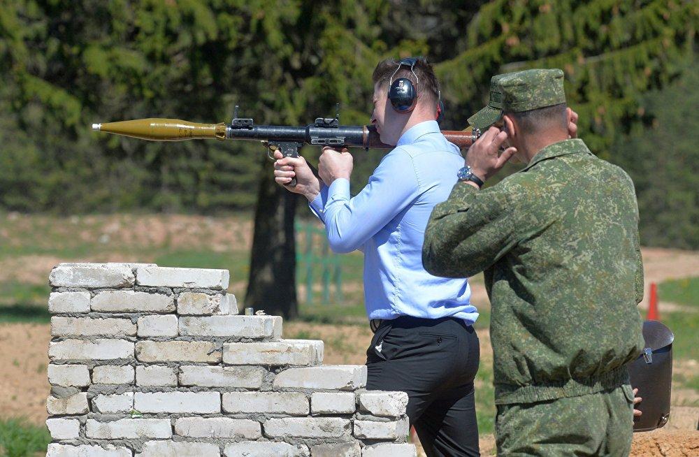 Депутаты испытали противотанковое оружие