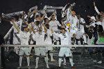 Футболисты Реала празднуют победу в ЛЧ в сезоне-2015/16 на стадионе Сантьяго Бернабеу