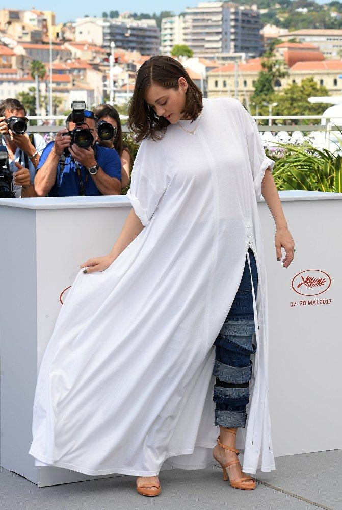 Актриса Марион Котийяр во время фотоколла фильма Призраки Исмаэля