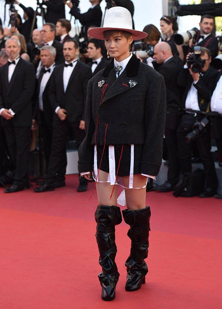 Певица Ли Юйчунь на красной дорожке Каннского международного кинофестиваля