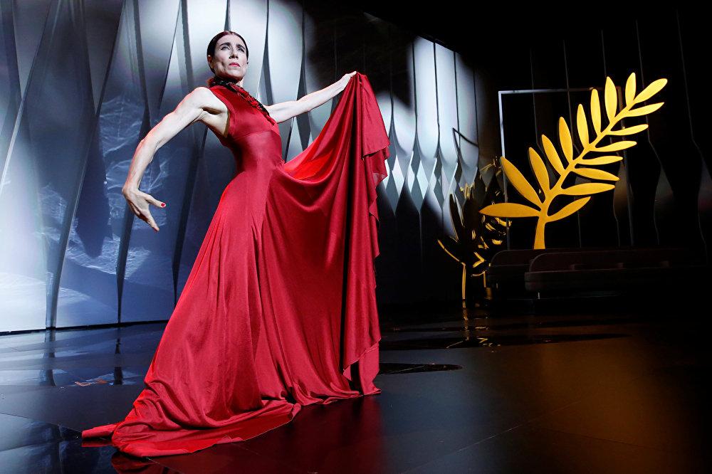 Испанская танцовщица Бланка Ли на церемонии открытия Каннского кинофестиваля