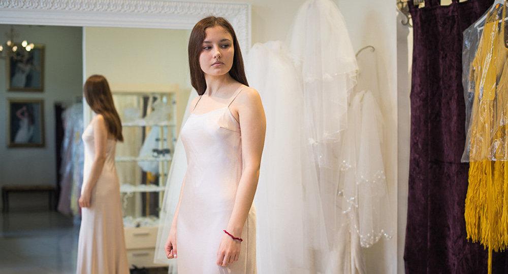 Сукенка на выпускны: модныя колеры і мадэлі