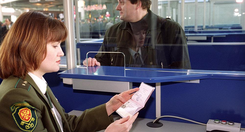 Паспортный контроль в аэропорту Внуково, архивное фото