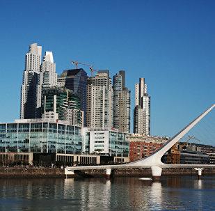Мост Жанчыны ў раёне Пуэрта Мадэра Буэнас-Айрэса, архіўнае фота