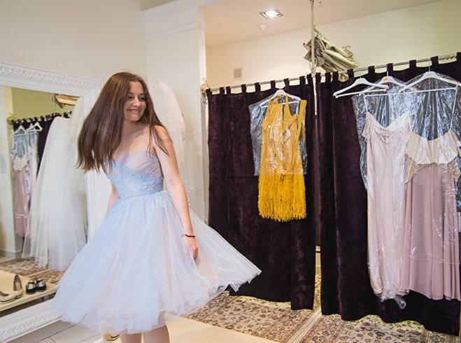 Это платье одинаково здорово подходит и для вручения диплома, и для танцев