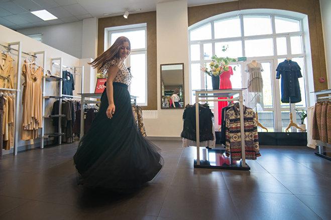 Элегантное платье подойдет и для выпускного, и для последнего звонка