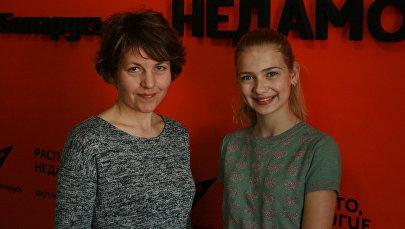 Кінарэжысёр Аляксандра Бутар і юная спявачка Кацярына Самойла