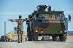 Бронетранспортер на военной базе в Эстонии, архивное фото