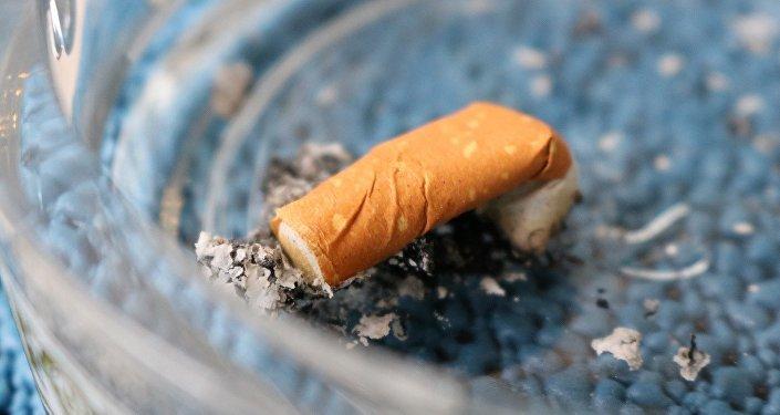 Окурок в пепельнице