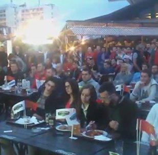 Болельщики в Минске почтили память погибших в Манчестере
