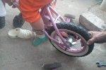 Спасатели помогли девочке, у которой нога застряла в велосипеде
