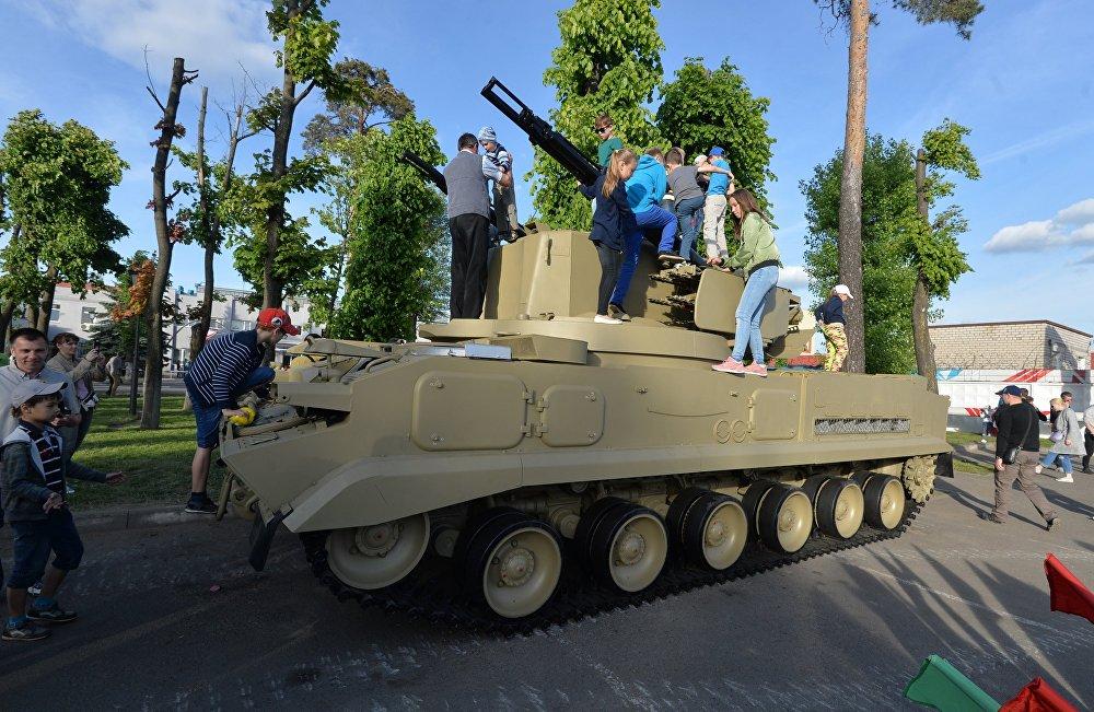 Шасси для знаменитого зенитного пушечно-ракетного комплекса Тунгуска тоже выпускались на Минском тракторном заводе.