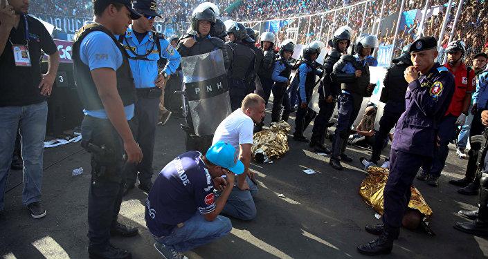 Давка перед футбольным матчем в Гондурасе