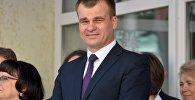 Министр юстиции Беларуси Олег Слижевский пришел на торжественную линейку к сыну Эрнесту в гимназию №12.