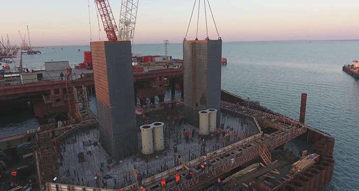 Вскором времени поКерченскому мосту можно будет пройти повсей длине