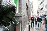 Памятник Джону Леннону в Ливерпуле
