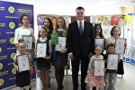 Министр юстиции Олег Слижевский с победителями конкурса Право на детство