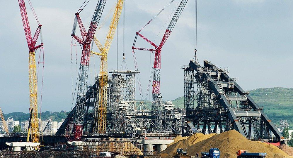 Мост вКрым соединит оба берега уже осенью этого года— Соколов