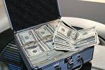 Чемодан с деньгами, архивное фото