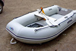 Надувная лодка, архивное фото