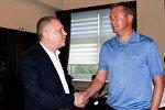 Президент киевского Динамо Игорь Суркис (слева) и главный тренер команды Александр Хацкевич