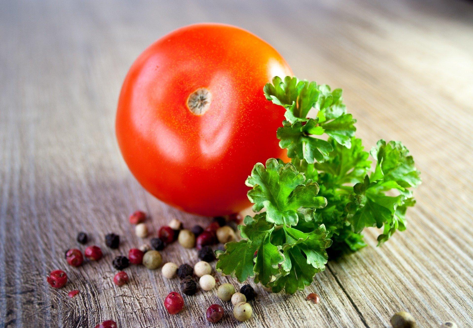 Самый вкусный грузинский соус получается из свежих помидоров