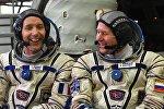 Члены основного экипажа экспедиции на МКС Тома Песке и Олег Новицкий
