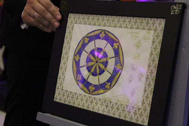 Эскиз пудреницы исполнения Тани де Бурбон в дизайнерской раме продали за 300 рублей