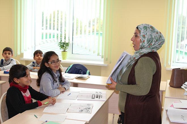 Нахид Ахмад с удовольствием преподает русский язык афганским детям