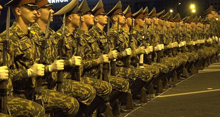 Рота ганаровай варты правяла рэпетыцыю парада да Дня Незалежнасці