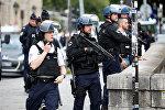 Полицейское оцепление у собора Нотр Дам