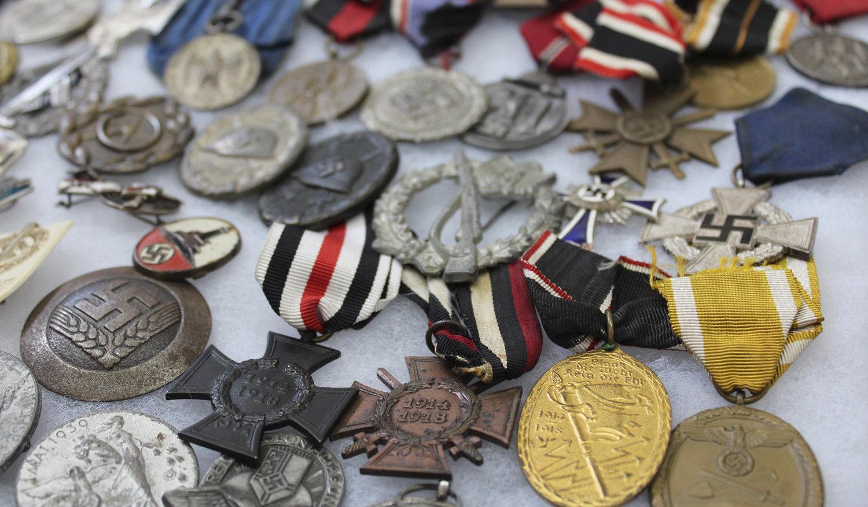 Найбольш старадаўнімі знаходкамі з'яўляюцца памятны медаль, жалезныя і ганаровыя крыжы Першай сусветнай вайны