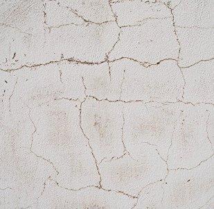 Трещины на стене, архивное фото
