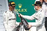 Хэмилтон в брызгах победного шампанского на подиуме Гран-при Канады