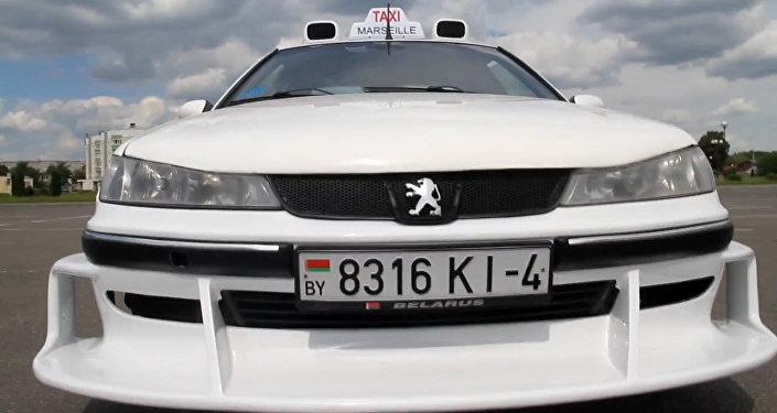 Відэафакт: як выглядае копія марсэльскага таксі з Ваўкавыска