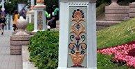 На плошчы Свабоды ў Мінску размалявалі ліхтары