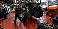 Корпус сборки тракторов МТЗ, архивное фото