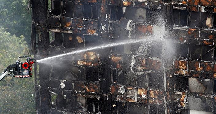 Сгоревший в Лондоне дом