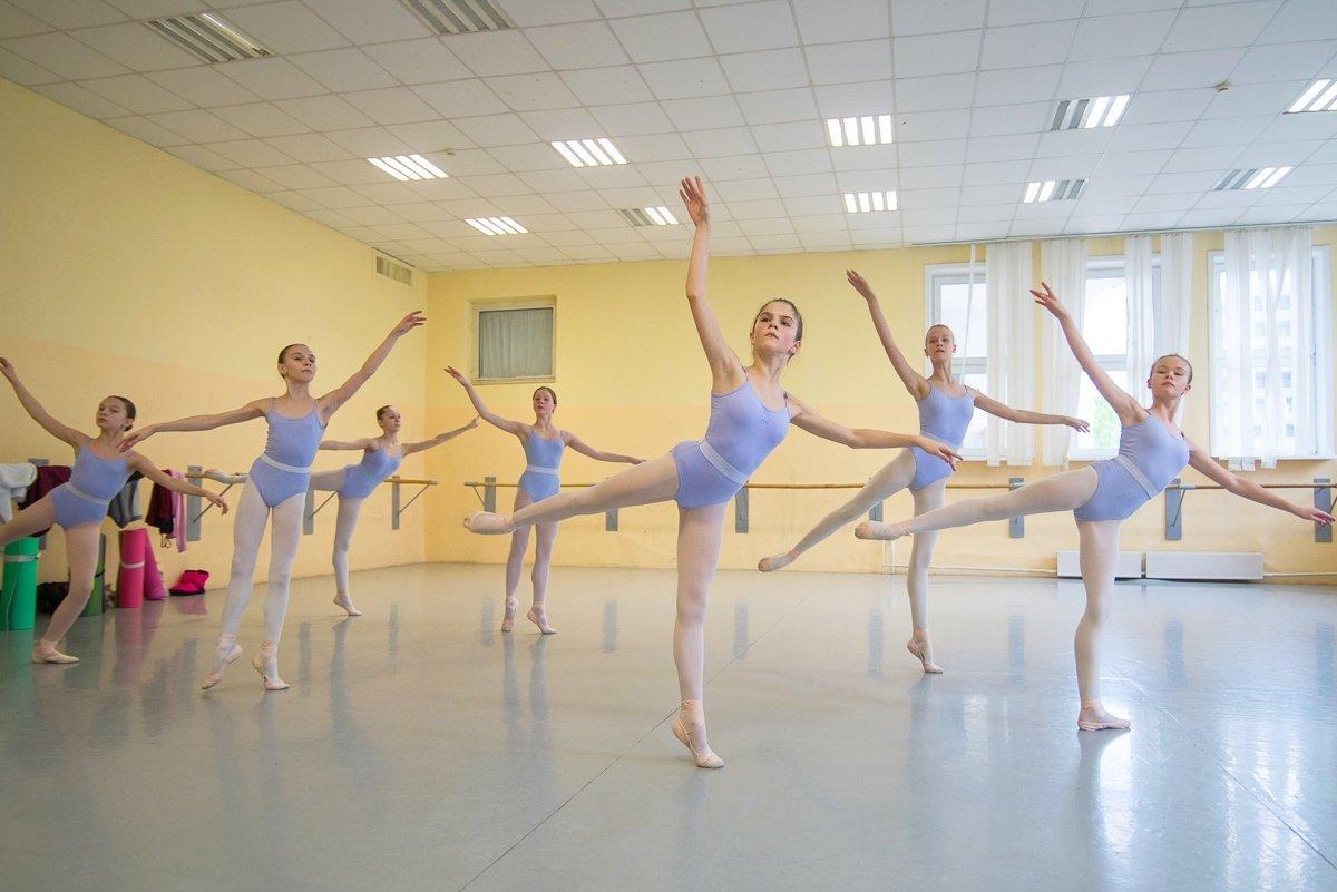 На уроке балерина должна забыть обо всем, что происходит за окном или в телефоне, только так возможно добиться результата