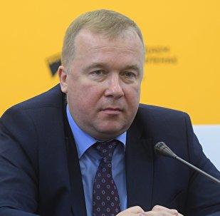 Министр спорта и туризма Александр Шамко (справа) в пресс-центре Sputnik
