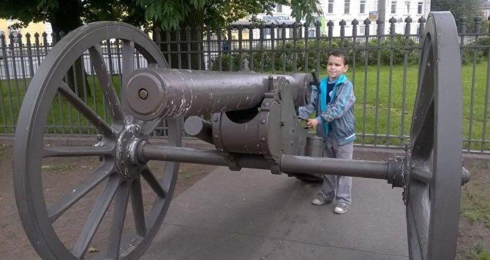 Владислав во время прогулки, архивное фото