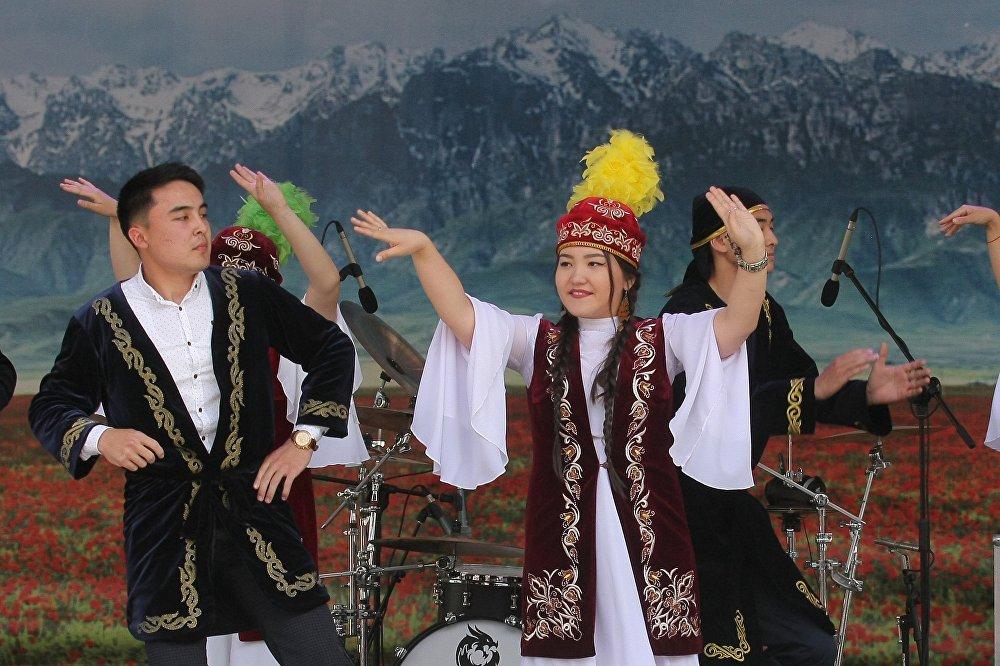 Минчанам на Дне культуры Казахстана показали зажигательные казахские танцы.