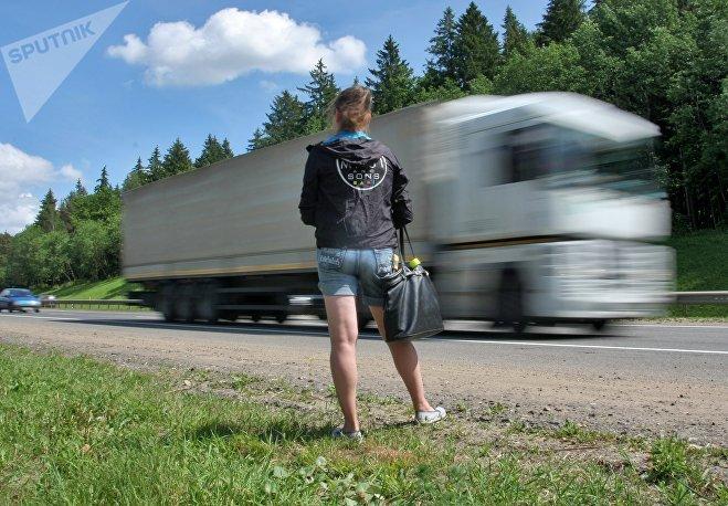 Чешская плечевая проститутка с трассы дала в анал в машине