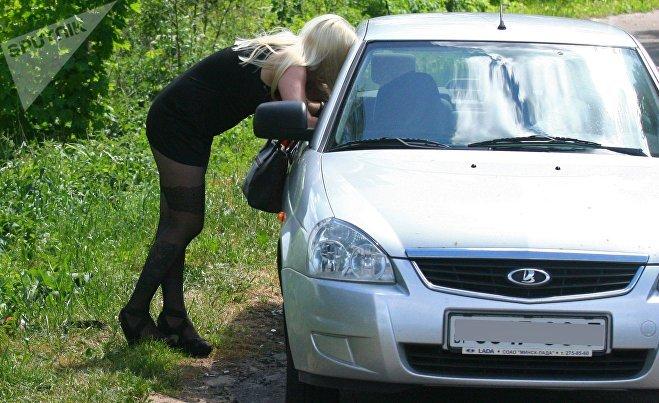 Юлия подрабатывает на дороге пока находится в декрете