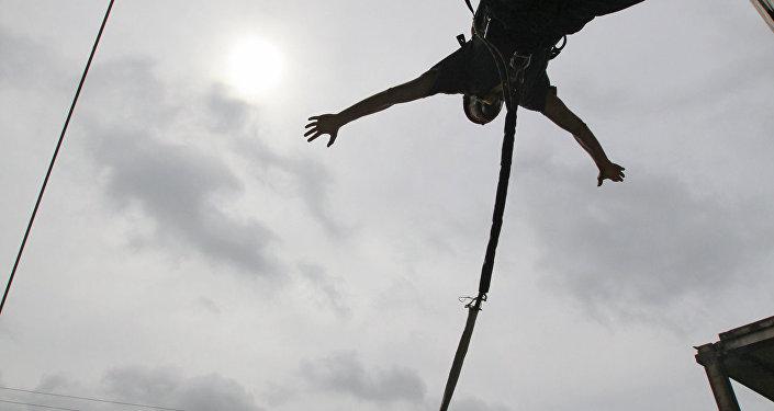 Прыжки с высоты, архивное фото