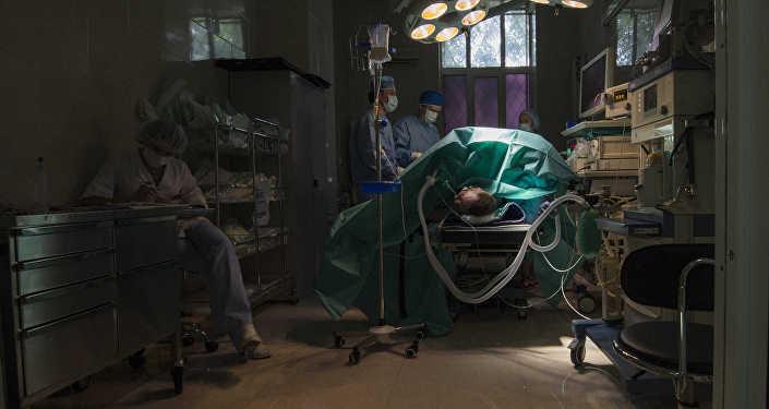 Операция в клинике. Архивное фото