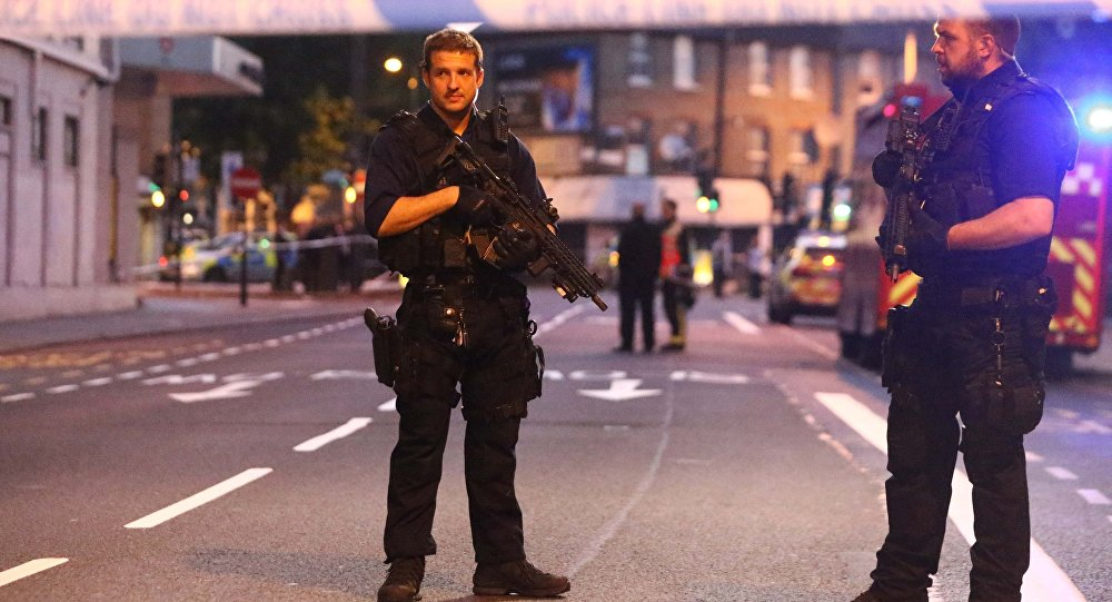 Полицейский спецназ на месте инцидента в Лондоне